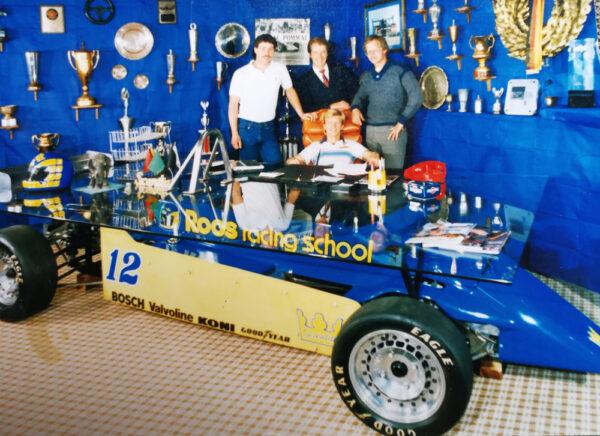 Helénes far Bertils Roos har världens coolaste skrivbord